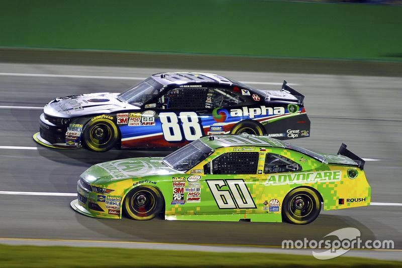 Кріс Бюшер, Roush Fenway Racing Ford та Ben Rhodes, JR Motorsports Chevrolet