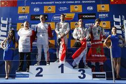 Podium: Le vainqueur de la course,  Jose Maria Lopez, Citroën C-Elysée WTCC, Citroën World Touring Car team, le deuxième, Yvan Muller, Citroën C-Elysee WTCC, Citroën World Touring Car team, le troisième, Sébastien Loeb, Citroën C-Elysée WTCC, Citroën World