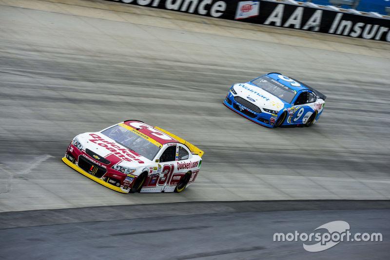 Ryan Newman, Richard Childress Racing Chevrolet and Sam Hornish Jr., Richard Petty Motorsports Ford