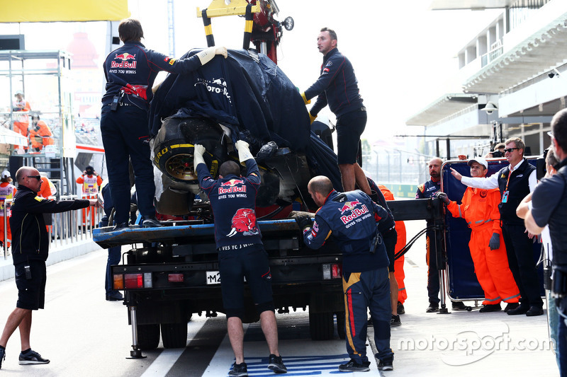 Карлос Сайнс's Toro Rosso is recovered