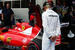 Lewis Hamilton, Mercedes AMG F1 looks at the Ferrari SF15-T of Sebastian Vettel, Ferrari in parc ferme