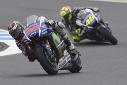 Jorge Lorenzo devant Valentino Rossi, Yamaha Factory Racing