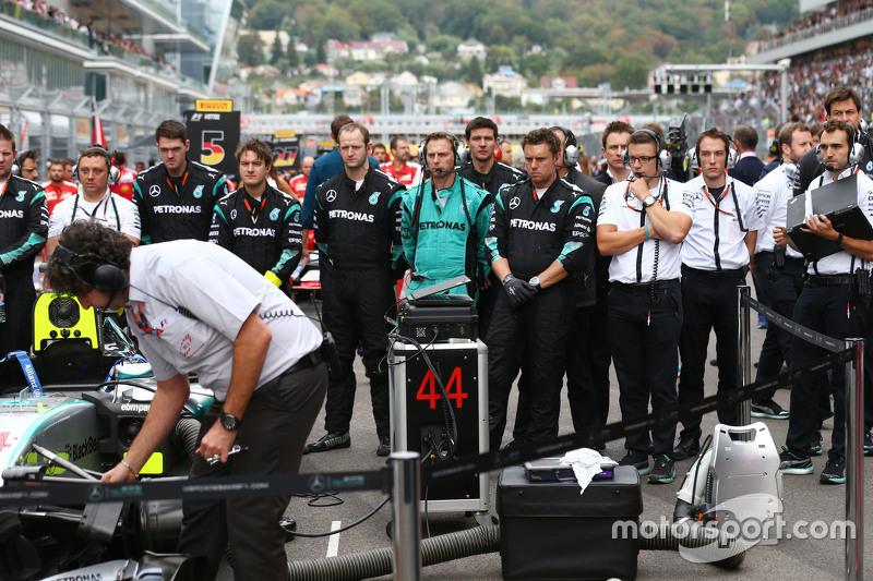 Mercedes AMG F1 на стартовій решітці