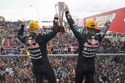 Podium: 1. Craig Lowndes und Steven Richards, Triple Eight Race Engineering, Holden