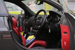 Helm Aditya Patel di dalam Safety Car