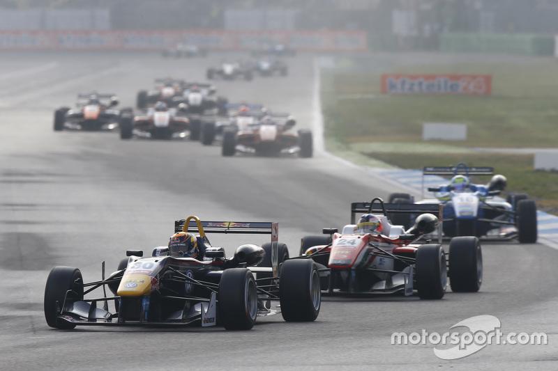 Каллум IІлотт, Carlin Dallara Volkswagen та Максиміліан Гюнтер, Prema Powerteam Dallara Mercedes-Benz