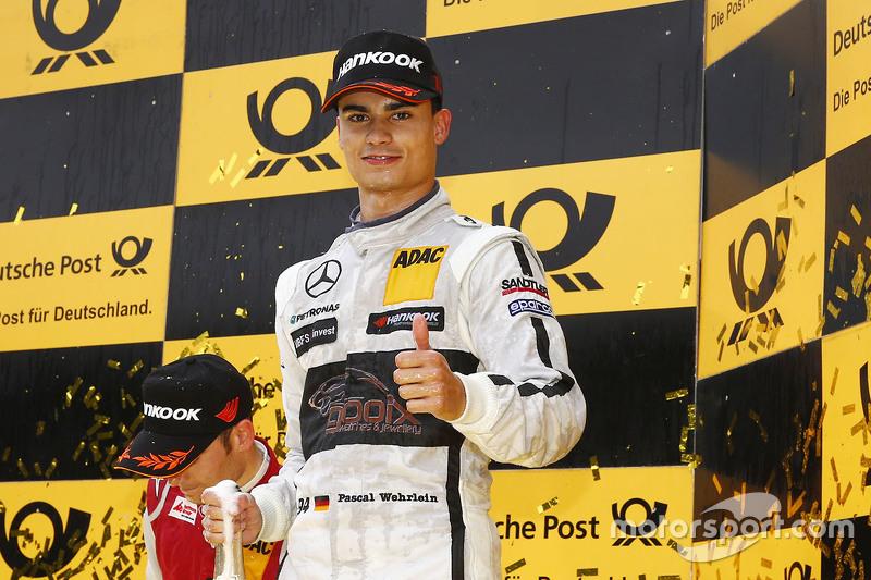 Championship подіум: Паскаль Верляйн, HWA AG Mercedes-AMG C63 DTM