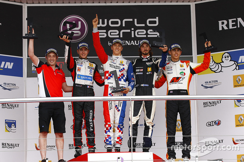 Podium: winner Ben Barnicoat, second place Anthoine Hubert, third place Ignazio D'Agosto