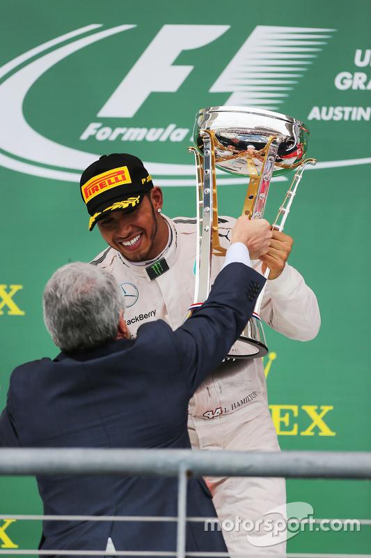 Podium: Winnaar en wereldkampioen Lewis Hamilton, Mercedes AMG F1 Team