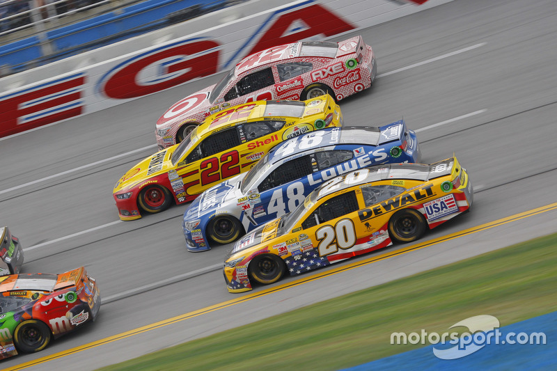 NASCAR - Matt Kenseth, Joe Gibbs Racing Toyota, Jimmie Johnson, Hendrick Motorsports Chevrolet, Joey Logano, Team Penske Ford et Kyle Larson, Chip Ganassi Racing Chevrolet