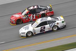 Brad Keselowski, Team Penske Ford and Kurt Busch, Stewart-Haas Racing Chevrolet