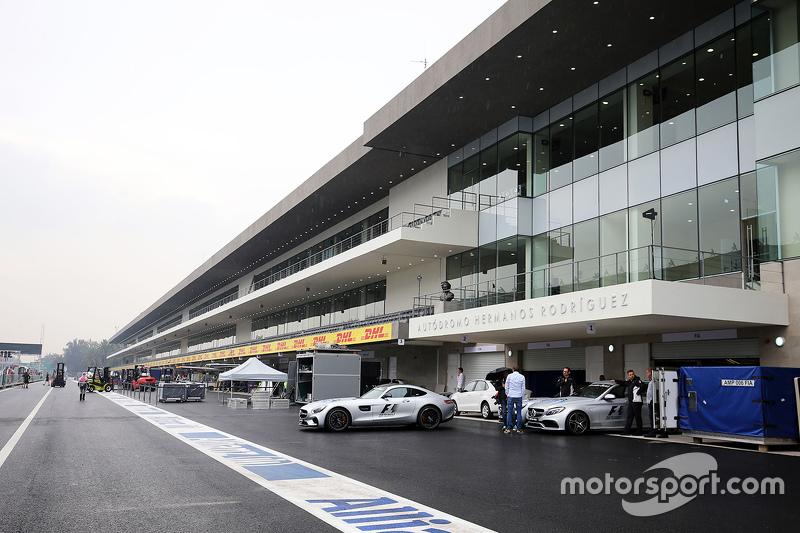 De pits van het autodromo hermanos rodriguez op mexicaanse for Puerta 2 autodromo hermanos rodriguez