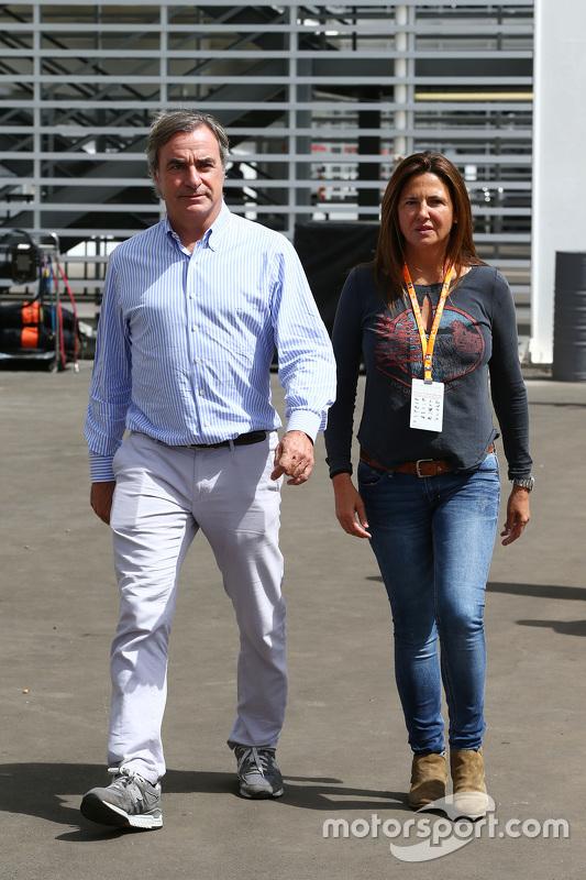 Карлос Сайнс, з his wife Reyes Vazquez de Castro (ESP)