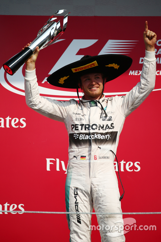 Podium: Race winner Nico Rosberg, Mercedes AMG F1 W07