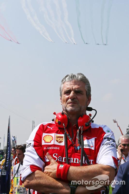Maurizio Arrivabene, Ferrari teambaas op de grid tijdens flyover