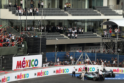 Race winner Nico Rosberg, Mercedes AMG F1 W06 and second placed team mate Lewis Hamilton, Mercedes AMG F1 W06 celebrate in parc ferme