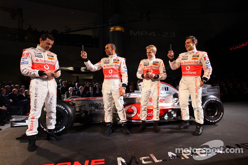 Playing with mobile phones, Gary Paffett, Test Driver, McLaren Mercedes , Lewis Hamilton, McLaren Mercedes, Heikki Kovalainen, McLaren Mercedes, Pedro de la Rosa, Test Driver, McLaren Mercedes