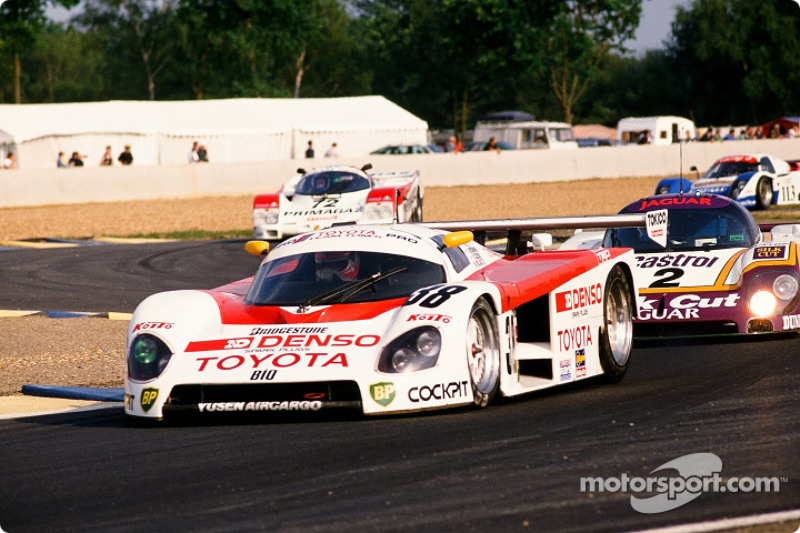 #38 Toyota Tom's Team Toyota 88 C: Kaoru Hoshino, Aguri Suzuki, Didier Artzet and #2 Silk Cut Jaguar Jaguar XJR9 LM: John Nielsen, Andy Wallace, Price Cobb