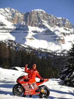 Casey Stoner poses with the Ducati Desmosedici GP8