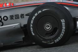 McLaren Mercedes, MP4-23, Original front wheel cover