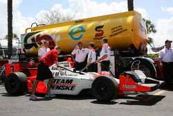 Car of Helio Castroneves at refuel station