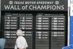 Carl Edwards name is on the Wall of Champions within 20 minutes of his win