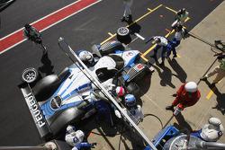 Pit stop for #8 Team Peugeot Total Peugeot 908 HDi-FAP: Stéphane Sarrazin, Pedro Lamy