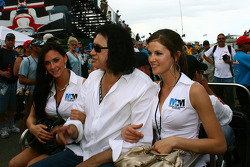Gene Simmons and two lovely ladies