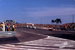 Clay Regazzoni achtervolgt Jackie Stewart