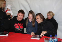 Autograph session: Scott Dixon and Dan Wheldon