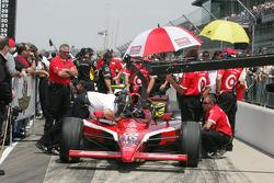 Dan Wheldon on the qualifying line