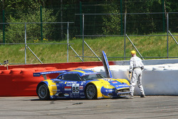 #85 Snoras Spyker Squadron Spyker C8 Laviolette GT2R: Peter Dumbreck, Ralf Kelleners after the crash