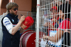 Nick Heidfeld, BMW Sauber F1 Team, signs a hat