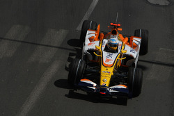 Fernando Alonso, Renault F1 Team, R28, rear wing missing