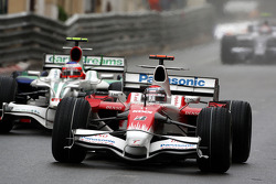 Jarno Trulli, Toyota Racing leads Rubens Barrichello, Honda Racing F1 Team