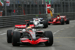 Felipe Massa, Scuderia Ferrari, F2008, Robert Kubica, BMW Sauber F1 Team, F1.08 and Kimi Raikkonen, Scuderia Ferrari, F2008