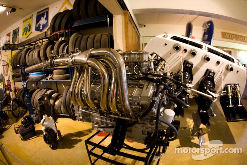 Le moteur Lamborghini du bateau Le Colibri