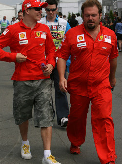 Kimi Raikkonen, Scuderia Ferrari with Gino Rosato, Scuderia Ferrari, Security