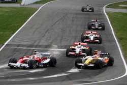 Timo Glock, Toyota F1 Team, Nelson A. Piquet, Renault F1 Team