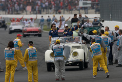 Drivers parade: Fernando Alonso, Renault F1 Team, Nelson A. Piquet, Renault F1 Team