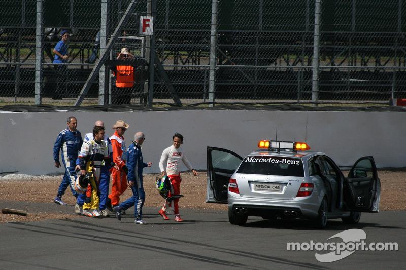 Felipe Massa, Scuderia Ferrari and Fernando Alonso, Renault F1 Team after crashing at Stowe corner