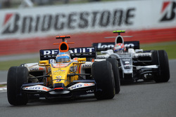 Fernando Alonso, Renault F1 Team, R28 and Kazuki Nakajima, Williams F1 Team, FW30