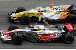 Start practice, start-finish line: Kimi Raikkonen, Scuderia Ferrari  ve Fernando Alonso, Renault F1 Team