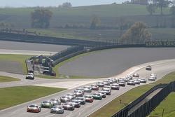 Start: #180 Kessel Racing Ferrari 458 İtalya: Gautam Singhania lider