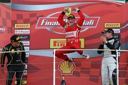 Гонка 1 Shell, подиум: первое место - #180 Kessel Racing Ferrari 458 Italia: Гаутам Сингания, второе место -  #181 Ineco - MP Racing Ferrari 458 Erich Prinoth, третье место - # 92 Kessel Racing Ferrari 458 Жак Дувер
