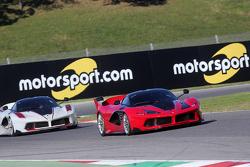 Ferrari FXX Programme, Ferrari FXX K en action avec des panneaux Motorsport.com en arrière-plan