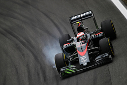 Jenson Button, McLaren MP4-30 locks up under braking