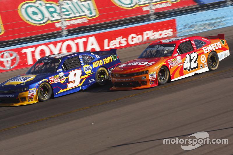 Чейз Елліот, JR Motorsports Chevrolet та Кайл Ларсон, Hscott Motorsports Chevrolet