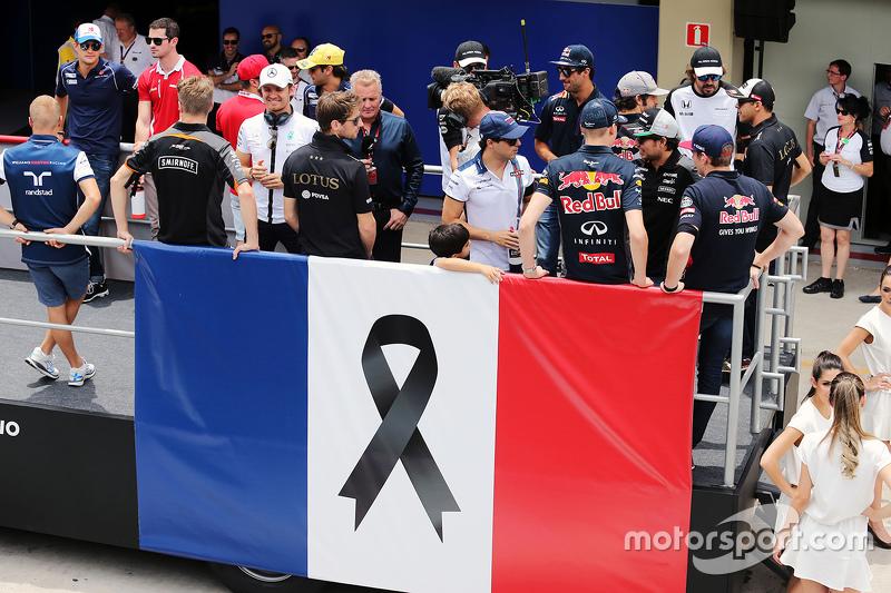 Formel 1 mit Schweigeminute für die Terroropfer in Paris