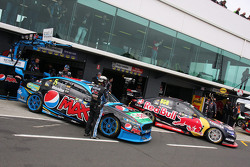 Mark Winterbottom, Prodrive Racing Australia, Ford; Craig Lowndes, Triple Eight Race Engineering, Holden